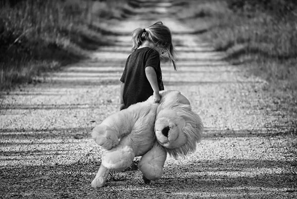 An abandoned little girl